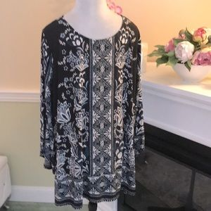 Ava & Grace Woman Blue Floral Bell Sleeve Tunic